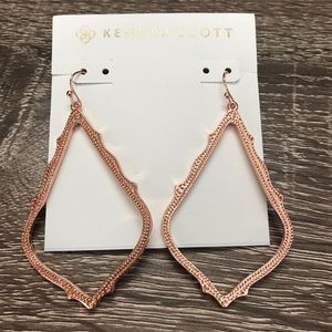 NWOT Kendra Scott Sophee Drop In Rose Gold